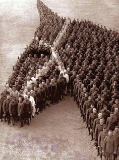 AMERICAN SOLDIERS PAYING TRIBUTE TO ALL THE HORSES THAT DIED DURING WW I . PICTURE TAKEN IN 1918 . WOW .