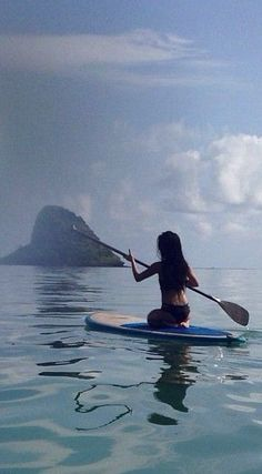 Paddle board.    #Paddleboardshop #paddleboard #paddleboarding Olivia Lopez, Sup Girl, Stand Up Paddle Board, Sup Paddle, Sup Yoga, Big Waves, Foto Pose, Pics Art, Paddle Boarding