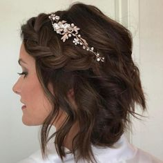 Stunning 52 Elegant Bridal Braids Short Hairstyles for Wedding ~ Just like for all brides, when the Wedding Hair And Makeup, Wedding Beauty, Bridal Makeup, Bridal Beauty, Casual Wedding Hair, Wedding Dresses, Short Bride, Bridal Braids, Wedding Braids