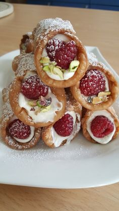 Cannoli, No Bake Cookies, Fun Desserts, Cravings, Cake Decorating, Sweet Tooth, Sweet Treats, Bakery, Food And Drink