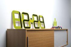 ClockONE, el reloj flexible de Twelve 24  ClockONE es un reloj flexible diseñado por la compañía estadounidense Twelve 24 basado por completo en la revolucionaria tecnología E Ink (papel electrónico). El proyecto, creado por...
