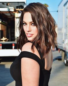 The lovely Ashley Graham ❤ Love this hair