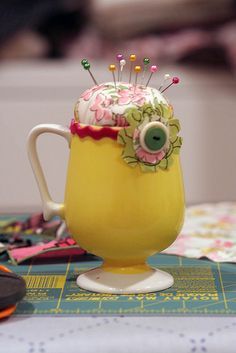 Another pin cushion made from a vintage mug, love the ric rack!