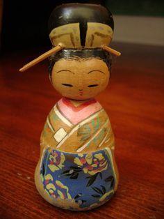 vintage kokeshi bobblehead