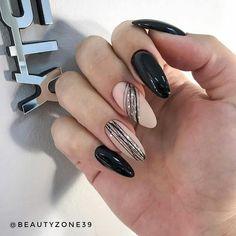 holiday nails 99 New Years Eve Nail Art Designs fr lustige Ferien - Nail art - New Year's Nails, Red Nails, Glitter Nails, Hair And Nails, Bright Nails, Fall Nails, New Years Nail Art, New Years Eve Nails, Nail Art Designs