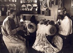 bobbin lace-making in German, 1910