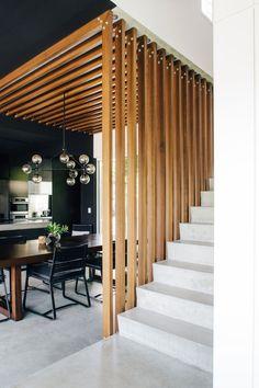 claustra escalier lames bois clair escalier blanc