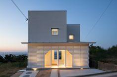 IZUE architect & associates 의 화이트  주택 검색 당신의 집에 가장 적합한 스타일을 찾아 보세요