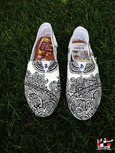SPECIAL SALE! First five pairs I paint will be for $50 only! HURRYYYYY  Hand painted heena design shoes! New shop on etsy!