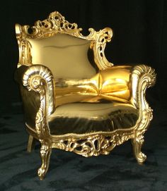 metallic gold armchair Altar, Gold Sofa, Princess Bedrooms, Noble Metal, Throne Chair, Paint Furniture, Gold Furniture, Gold Interior, Antique Decor