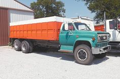 Farm Trucks, Big Rig Trucks, Dump Trucks, New Trucks, Chevy Trucks, Antique Trucks, Vintage Trucks, Model Truck Kits, Vintage Auto