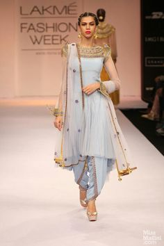 Wedding season means yummy food and an excuse to flaunt your desi clothes. With desi clothes I dont mean mean just anarkalis and lehengas . Lakme Fashion Week, India Fashion, Asian Fashion, Ethnic Fashion, Latest Fashion, Blue Fashion, Pakistani Dresses, Indian Dresses, Indian Outfits