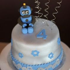 Indulge: A Robot/Outer space Birthday Party 4th Birthday Cakes, Baby 1st Birthday, 4th Birthday Parties, Birthday Ideas, Happy Birthday, Cupcakes, Cupcake Cakes, Robot Cake, Transformer Party