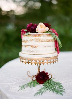 Fall inspired naked cake: http://www.stylemepretty.com/2015/05/20/autumn-inn-at-park-winters-wedding/ | Photography: Lacie Hansen - http://laciehansen.com/