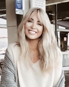 Bob Hairstyles – The Great Look Through The Years – Stylish Hairstyles Blonde Pony, Blonde Bangs, Girl Haircuts, Hairstyles With Bangs, Hair Inspo, Hair Inspiration, Medium Hair Styles, Short Hair Styles, Bangs For Round Face