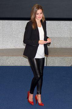 Letizia Ortiz - calça de couro preta