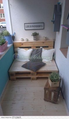 Home OfficeBalcony design is unconditionally important for the see of the house. There are thus many pretty ideas for balcony design. Here are many of the best balcony design. Tiny Furniture, Balcony Furniture, Pallet Furniture, Furniture Ideas, Pallet Bench, Pallet Seating, Garden Furniture, Tiny Balcony, Balcony Design