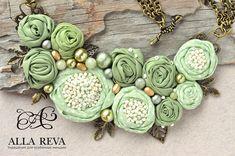 """Купить Колье """"Оливковые розы"""" - оливковый, колье, колье с цветами, колье текстиль, текстильное колье"""