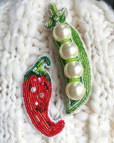 Противоположности притягиваются. А вы как считаете? #brooch #accessories #gurevna #style #shopping #design #fashion #российскиедизайнеры #брошь #брошьперец #брошьгорох