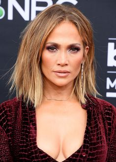 Jennifer Lopez – edgy faux bob with honey blonde color – Jennifer Lopez – edgy faux bob with honey blonde color – - Unique Long Hairstyles Ideas Jennifer Lopez Hair Color, Medium Hair Styles, Short Hair Styles, Jlo Short Hair, Hot Hair Colors, Pelo Bob, Blonde Color, Great Hair, Hair Looks