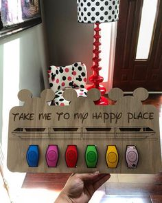 How cool is this display ❤️❤️ great way to display and store your MagicBands Disney Diy Crafts, Disney Home Decor, Disney Souvenirs, Disney Trips, Disney Cruise, Disney Bedrooms, Disney Magic Bands, Picture Frame Decor, Christmas Party Favors