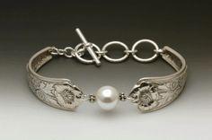 Laurel Bracelet with Pearl