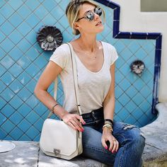 Casual jeans and white tshirt for my last day in LA! In ❤️ with my new @rabeanco bag  #losangeles #roadtrip #rabeancobelgium #bag #dior #sunglasses
