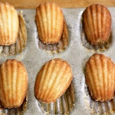 How to Make Classic French Madeleines — Cooking Lessons from The Kitchn | The Kitchn Heb 1theelepel citroenschaafsel gebruikt. 4oz is 133,4 gram. 350F is 180 C.