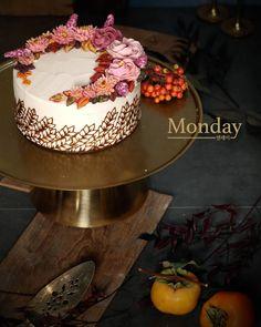 """좋아요 58개, 댓글 4개 - Instagram의 monday(@monday_dongtan)님: """"Monday Fall cake 간만에 신경써서 찍은 사진..... 잘 나와서 엄청 우려먹기😅😆 . 📱 카카오 플러스친구<먼데이동탄> #동탄앙금플라워 #병점앙금플라워케익…"""""""