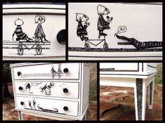 """Sra. Pinkman: """"Epiplectic bicycle"""", de Edward Gorey en una mesita auxiliar. Ver más en: www.srapinkman.com"""