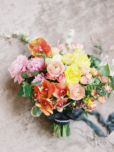 Spring wedding bouquet @weddingchicks