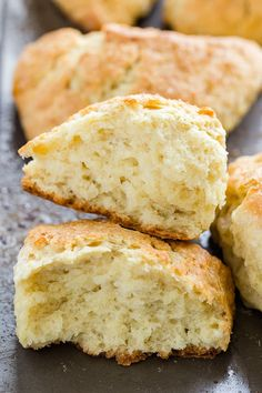 Every day is perfect for scones, and this tutorial will walk you through exactly how to make soft scones. These scones come out crisp on the outside and super soft and light in the middle. They are the perfect base for all sorts of add-ins! Brunch Recipes, Breakfast Recipes, Dessert Recipes, Breakfast Scones, Bread And Pastries, Basic Scones, How To Make Scones, Snacks, Baking Recipes