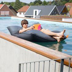 Pool Bull - schwimmender Sitzsack für den Outdoorgebrauch von Sitting Bull