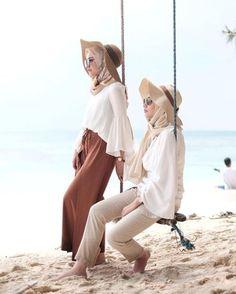 Safari hijab style – Just Trendy Girls スカーフ、ストール、ショール Beach Outfit Plus Size, Beach Outfits Women Plus Size, Casual Beach Outfit, Dress Casual, Beach Outfits Women Summer, Cute Beach Outfits, Summer Fashion Outfits, Fashion Ideas, Beach Fashion