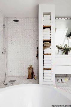 25 Beautiful Bathroom Color Scheme Ideas for Small & Master Bathroom Minimalist Bathroom Design, Modern White Bathroom, Minimal Bathroom, Bathroom Interior Design, Beautiful Bathrooms, Parisian Bathroom, Bathroom Vintage, Bathroom Trends, Bathroom Renovations