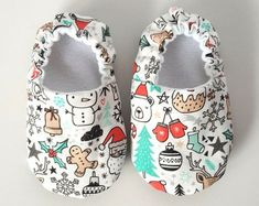 Baby Shoes Baby Moccasins Childrens Indoor Shoes by weepereas Baby Shoes Pattern, Shoe Pattern, Baby Boy Shoes, Baby Booties, Sewing For Kids, Baby Sewing, Baby Outfits, Diy Bebe, Baby Clothes Patterns