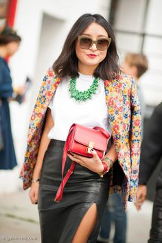 A floral blazer brightens up any outfit // Photo by Gastro Chic #StreetStyle #Fashion