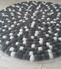 Resultado de imagem para tapetes de pompom
