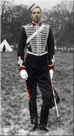 Leicester Yeomanry. 2nd Lieutenant at annual camp 1895  It's not french rev era, but I love the uniform (some inspiration!)
