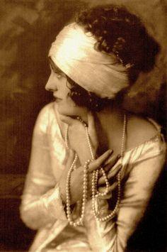 BELVA McKAY actress 1925 (Grand Illusions by Richard Lawton 1983) (please follow minkshmink on pinterest) #clarabow #flapper #artdeco #jazzera #twenties