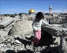 💥 During 2017, #Israel demolished 154 Palestinian houses and facilities in occupied #Jerusalem, and notified another 555 homes and facilities, that will be demolished. #IsraelCrimes #BDS