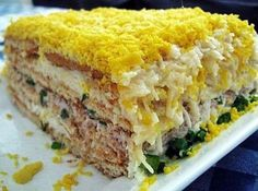 Fish cake salad Ingredients: - 2 packs of round savory crackers - 1 jar of any canned fish (salmon, tuna, saury oil, you can crab sticks) - eggs Fish Recipes, Salad Recipes, Top Salad Recipe, Salad Cake, Good Food, Yummy Food, Delicious Recipes, Fish Salad, Russian Recipes