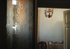 http://clairelloydloves.com/wp-content/uploads/2013/10/PORTRAIT-OF-A-GREEK-VILLAGE-HOUSE11.jpg