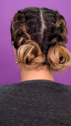 Boxer braids with chonguitos - Braids are an element of beauty that will never go out of style, if you add a pair of chonguitos at - Easy Hairstyles For Long Hair, Girl Hairstyles, Punk Rock Hairstyles, Hairstyles With Braids, School Hairstyles For Teens, Two Buns Hairstyle, Quick Braided Hairstyles, Hairstyles Videos, Fast Hairstyles