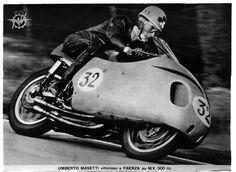 Troy Bayliss come Umberto Masetti (Campione del Mondo classe 500 nel 1950 e Manx, Bugatti, Honda, Motorcycle Racers, Mv Agusta, Bmw, Classic Bikes, Vintage Motorcycles, Vintage Racing