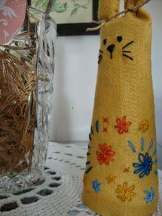 Felt bunny with recicled yarn cardboard cone