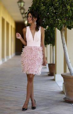 Sexo Profunda V-cuello Encima de La Rodilla Vestido de Cóctel de Satén Rosa Falda de Plumas Vestidos de Coctel Elegante Atractivo Backless Vestido de Fiesta Corto