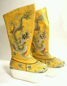 Your place to buy and sell all things handmade Vintage Dragon Embroidered Chinese Opera Boots Old Shoes, Fancy Shoes, Unique Shoes, Chinese Design, Chinese Style, Chinese Art, Chinese Opera, China Girl, Chinese Clothing