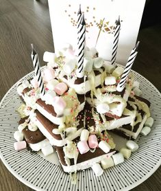 Tänään meidän pienempi neiti täytti 5v! Sen kunniaksi ensimmäiset kaverisynttärit ja kakkuna toimi puffet kakkutorni, kuorrutettuna… Birthday Cake, Desserts, Instagram, Food, Birthday Cakes, Meal, Deserts, Essen, Hoods