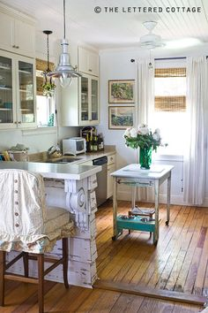Cute small kitchen.